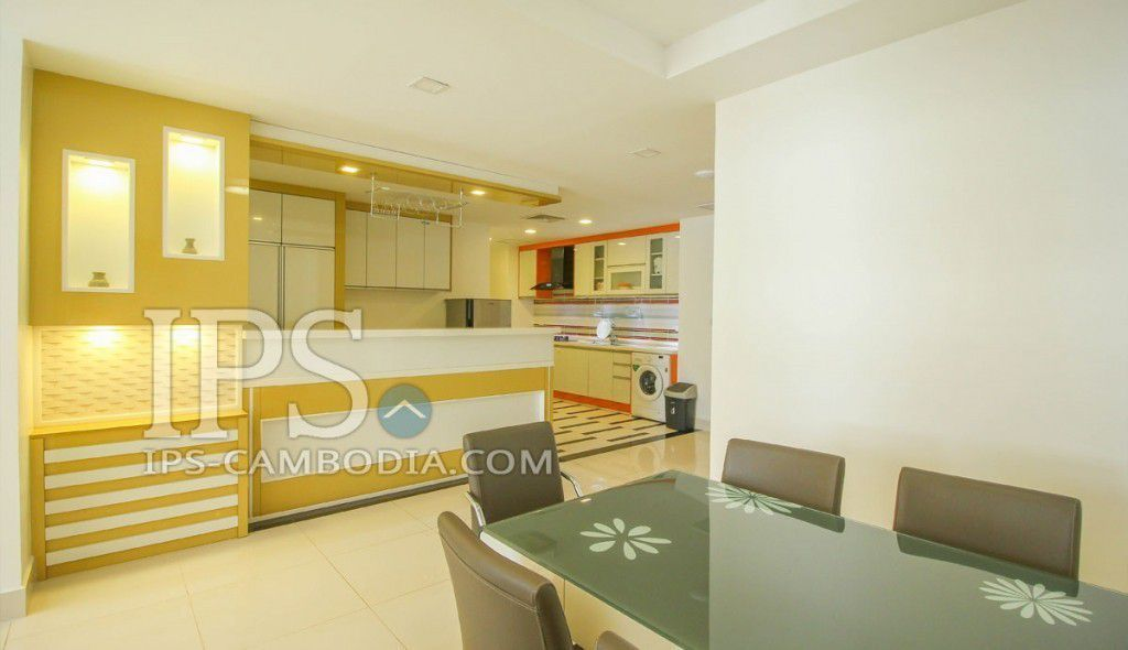 modern kitchen and dining area in Richard Home apartment